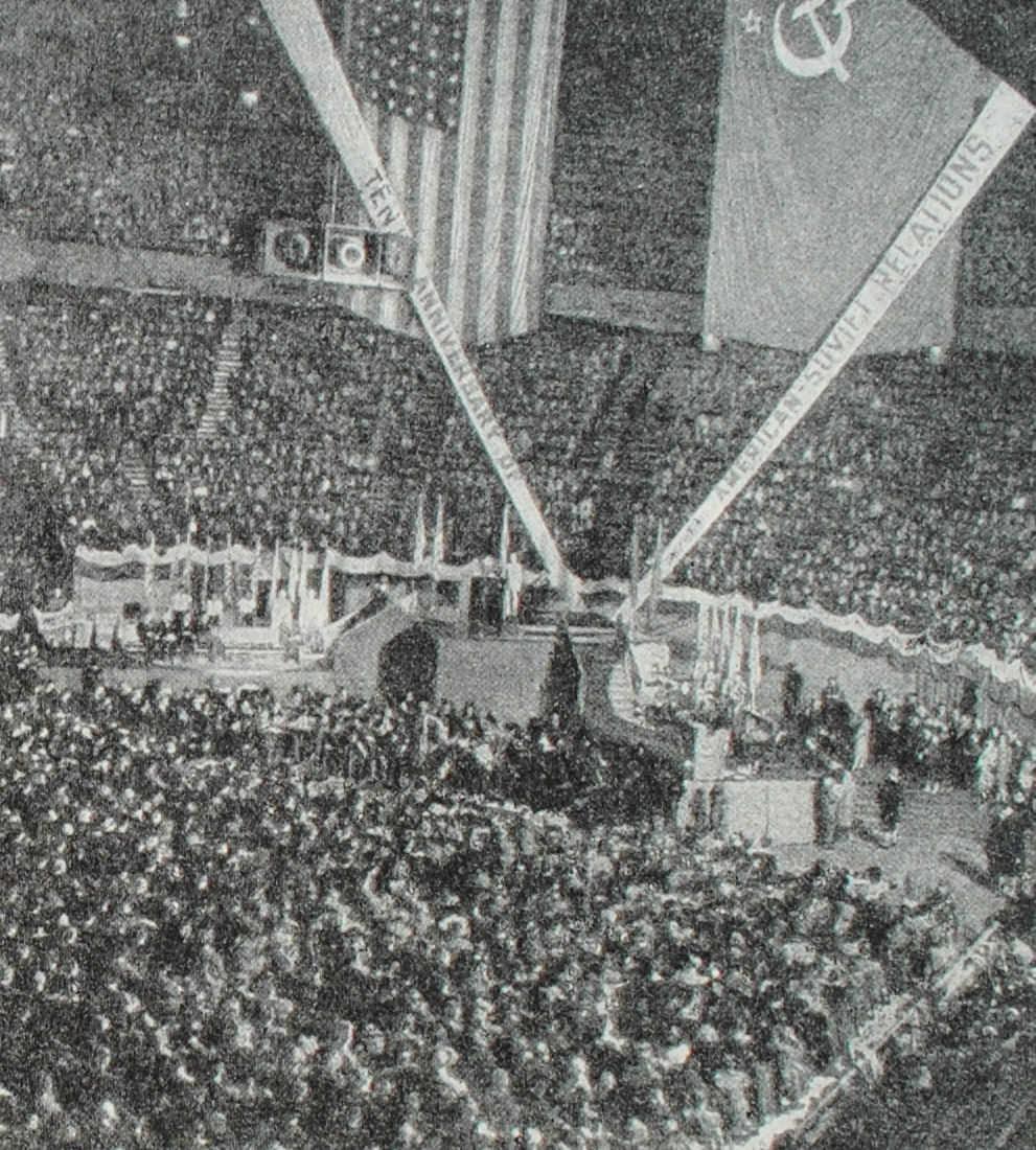 Торжественный митинг в Нью-Йорке, посвященный десятилетию установления дипломатических отношений между США и СССР. Фотография. 1943 год.