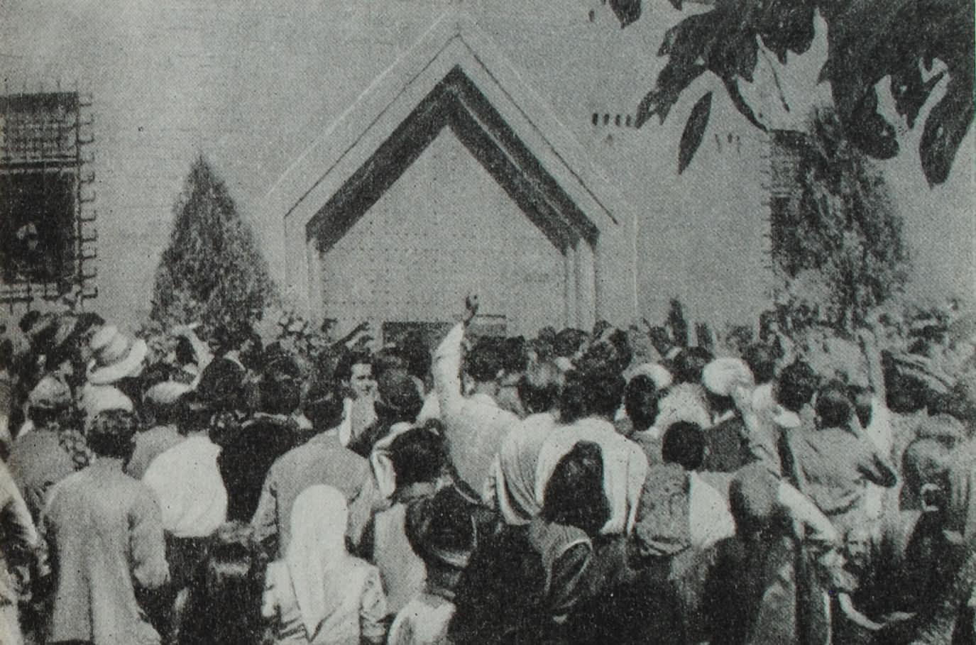 Жители Варны требуют освобождения политических заключенных. Фотография. Сентябрь. 1944 год.