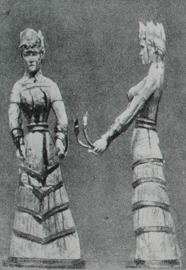 Богиня со змеями. Статуэтка из слоновой кости. Вид спереди и сбоку. Позднеминойский период.