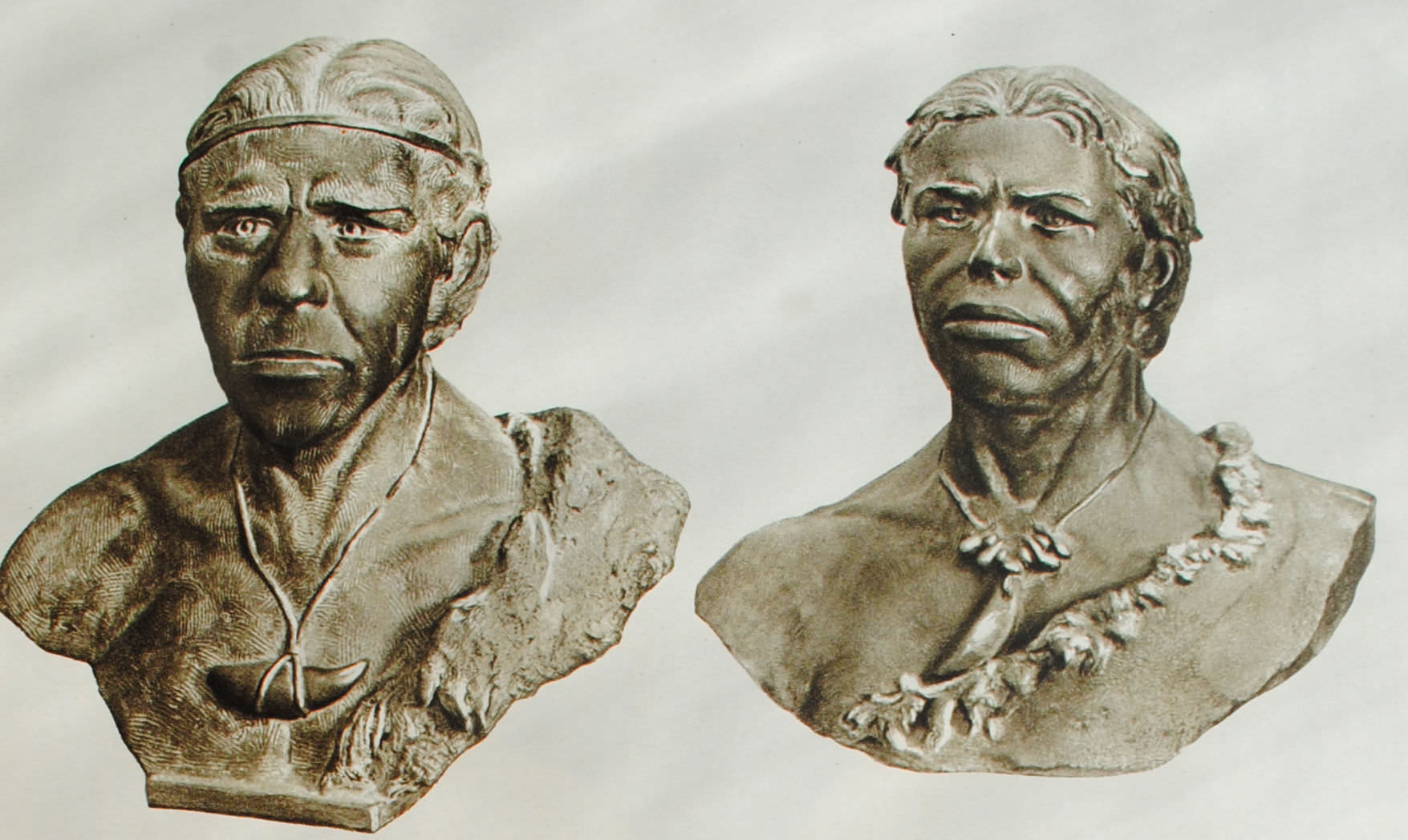 Кроманьонцы. Реконструкция М.М. Герасимова 1945г. Слева - по черепу из Кро-Маньона (Франция), справа - по черепу из Ком-Копеля (Франция).