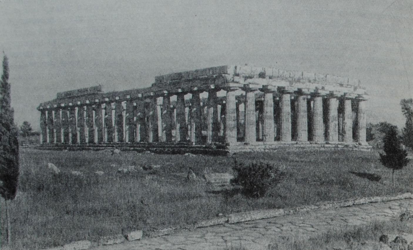 Базилика в Пестуме (Италия). Один из наиболее сохранившихся образцов храма дорического стиля. VI в. до н.э.
