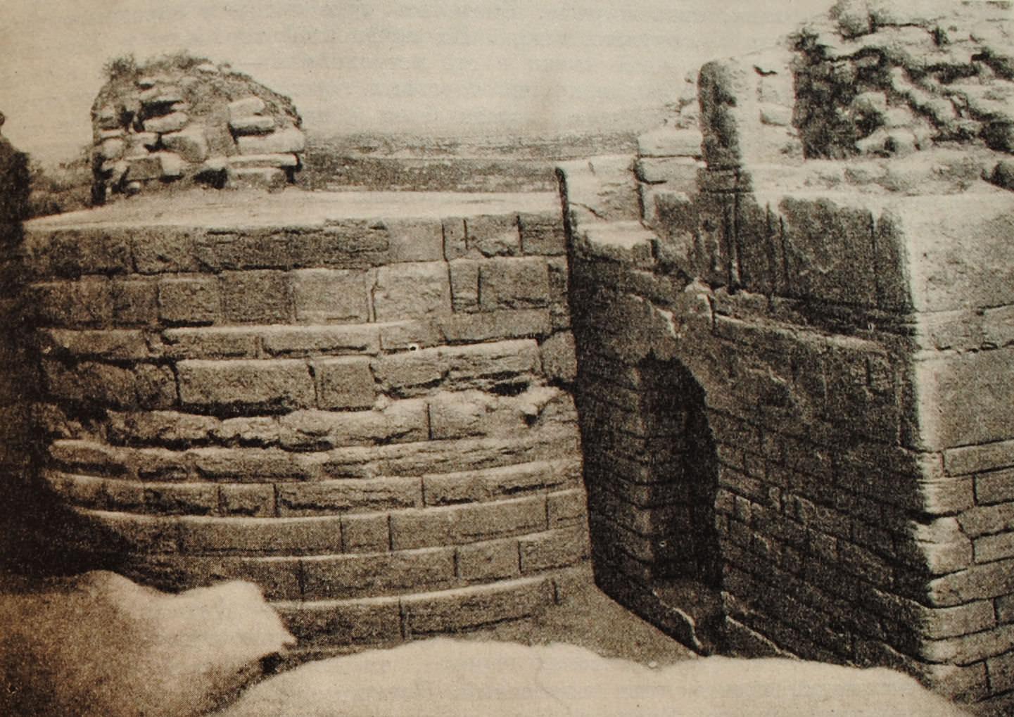 Укрепления Херсонеса. Башня Зенона