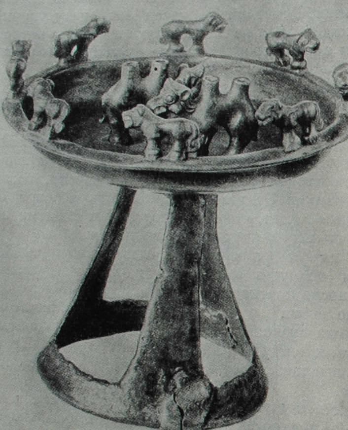 Бронзовая сакская курильница с фигурками львов и верблюдов. V - III вв. до н.э.