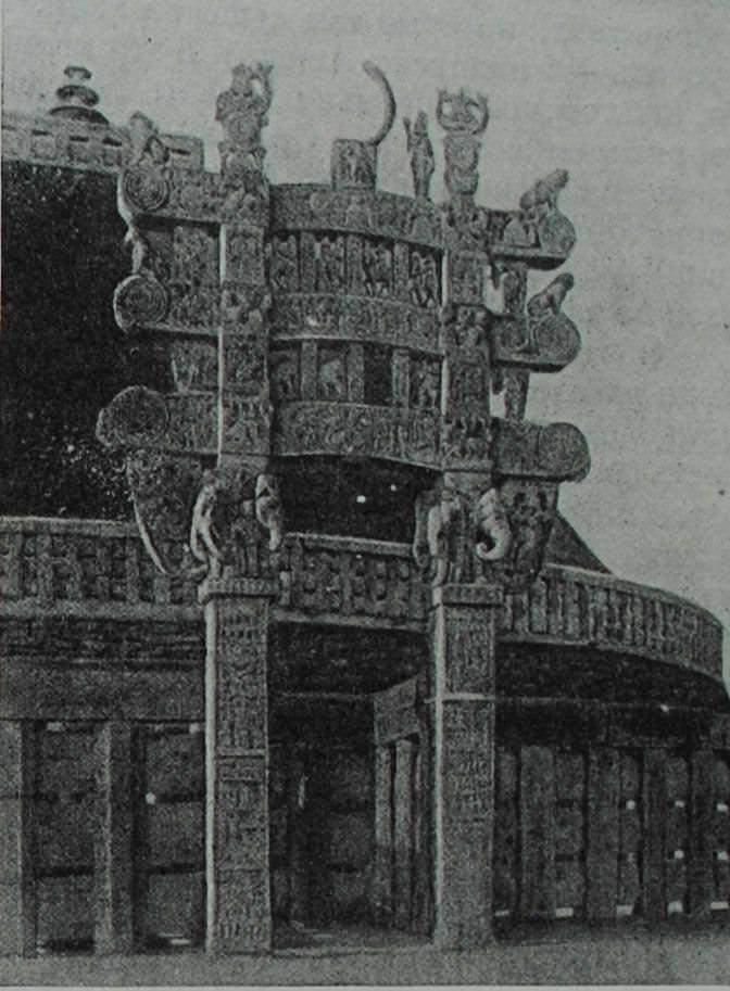 Северные ворота ступы в Санчи. I в. до н.э.