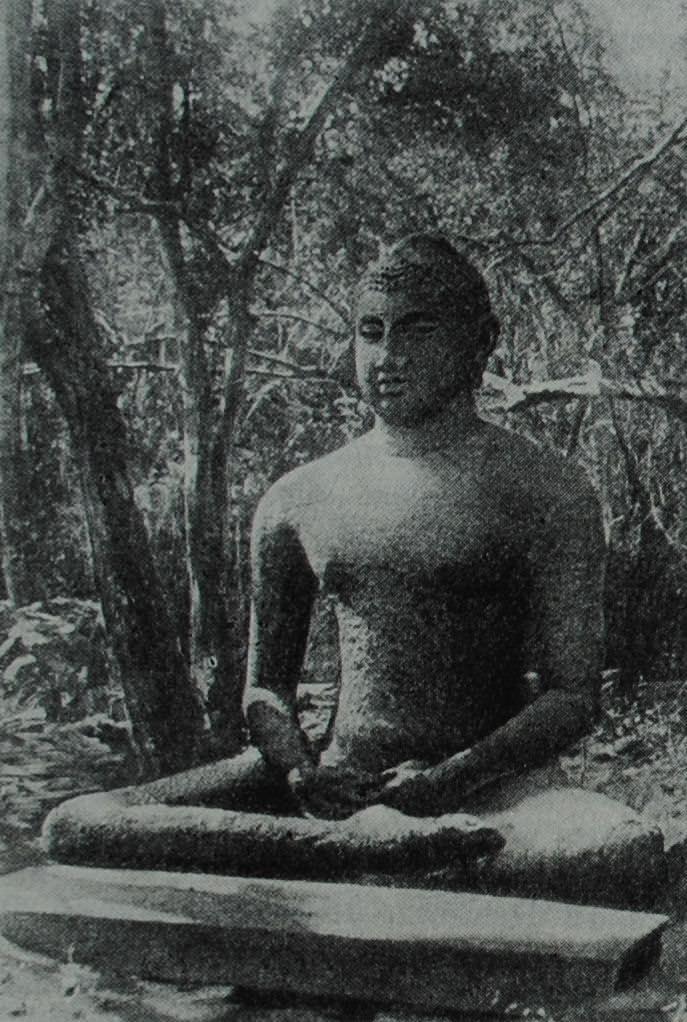 Каменная статуя Будды из Анурадхапуры (Цейлон). Ill — IV вв. н. в.