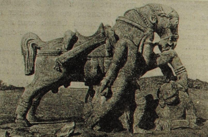 Воин с конем, топчущим врага. Скульптура из Канарака (штат Орисса). XIII в.