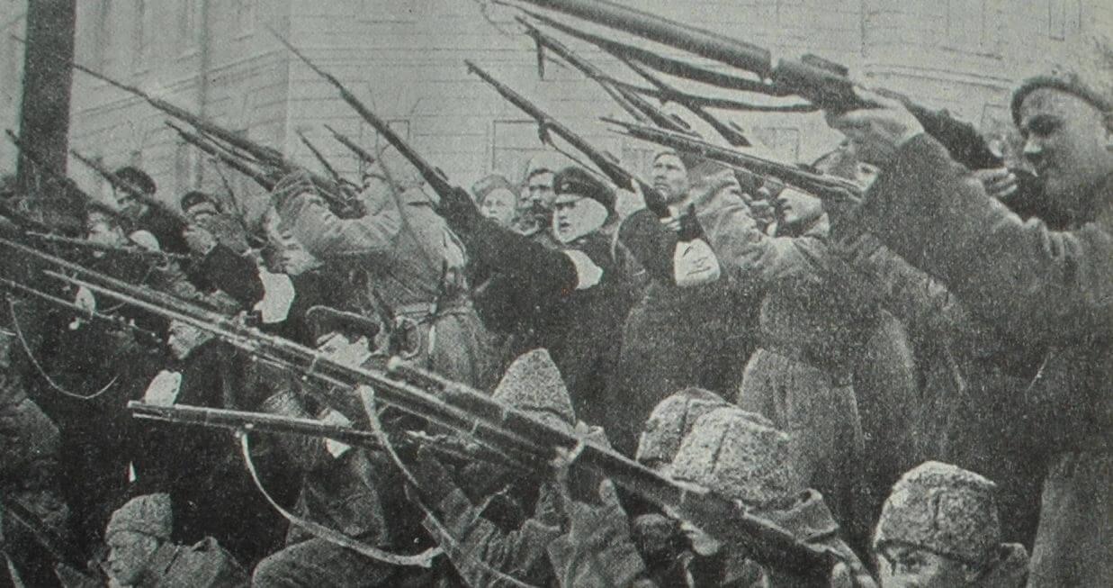 Обстрел полицейской засады в Петрограде в феврале 1917 г. Фотография.